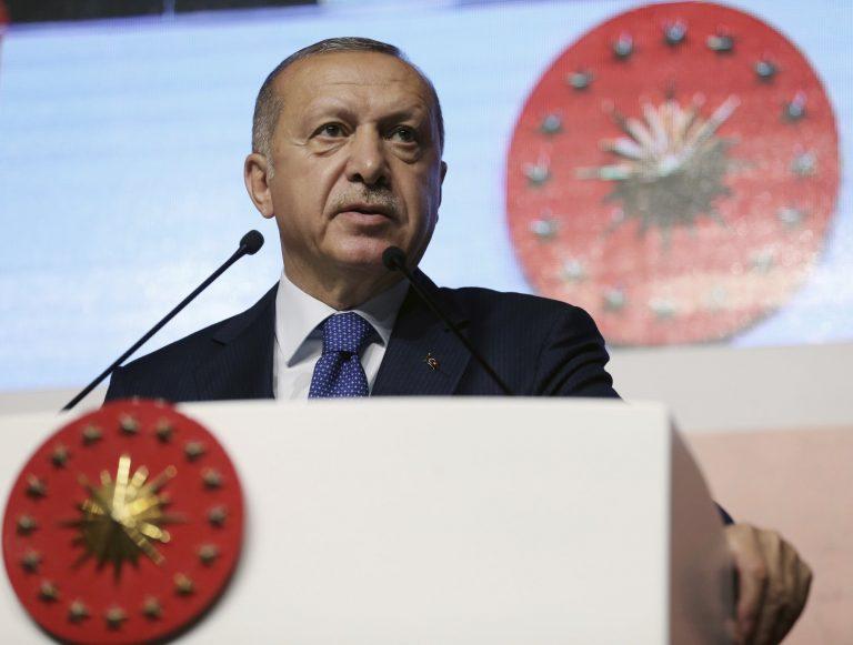 Turkse diplomaten 'fysiek en seksueel gemarteld'