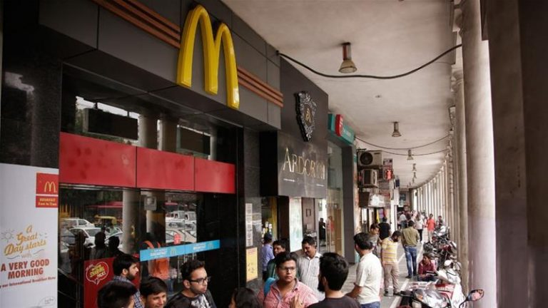 Boze Indiërs boycotten McDonald's omdat producten halal zijn