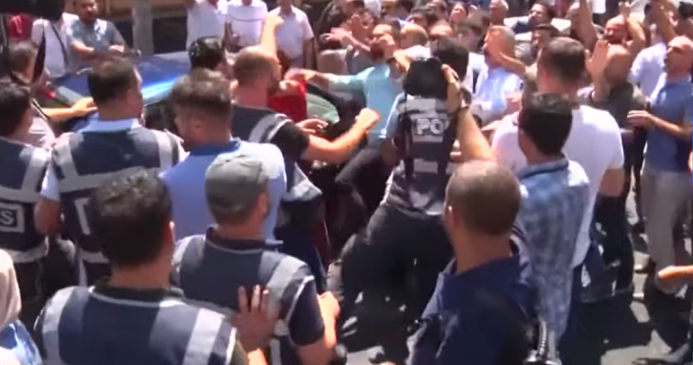 Turkije: HDP betoogt tegen afzetten burgemeesters, krijgt steun CHP en AKP-kopstukken