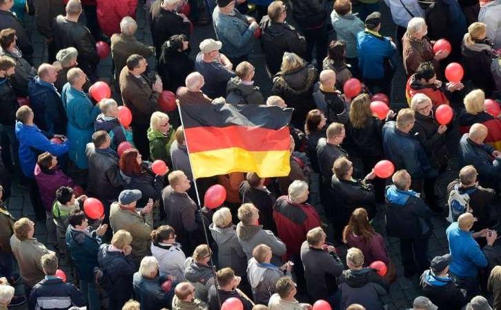 Duitsland: Dresden roept 'nazi-noodtoestand' uit