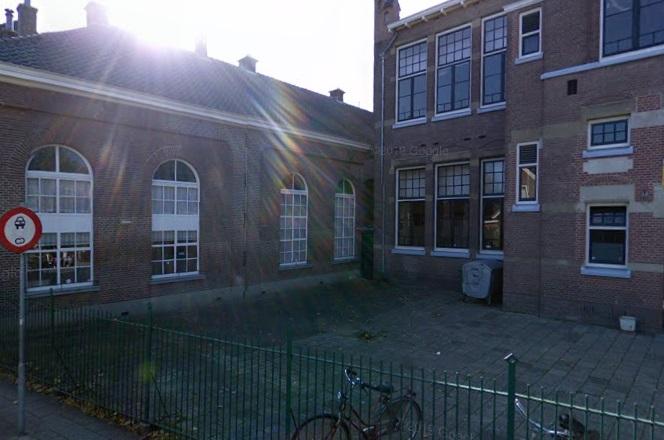 Zutphen: moskeebezoekers opgeschrikt door hakenkruis op muur