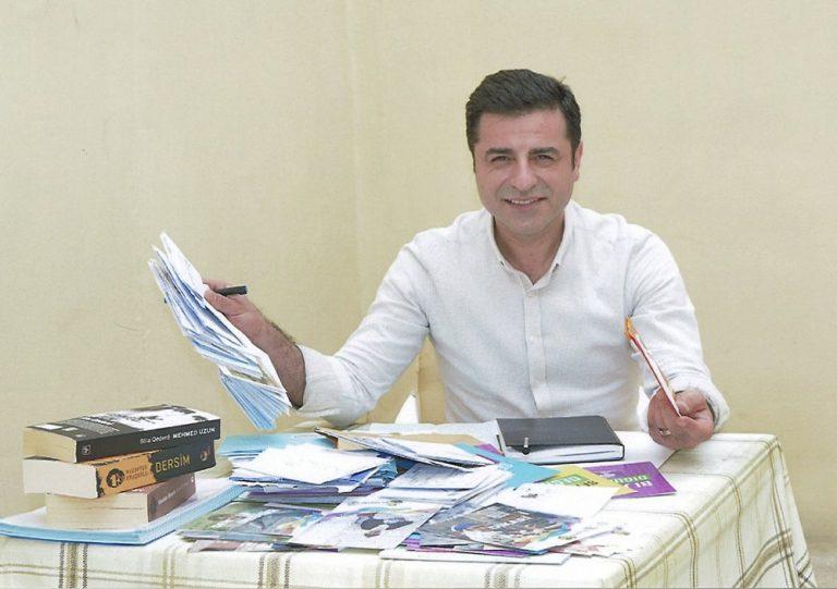 'Koerdische leider krijgt hartaanval in cel, Turkije weigert medische zorg'