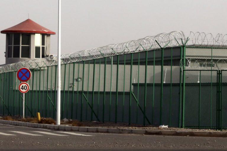 Oeigoeren in heropvoedingskampen 'afgestudeerd' en 'vrij om te gaan', aldus China