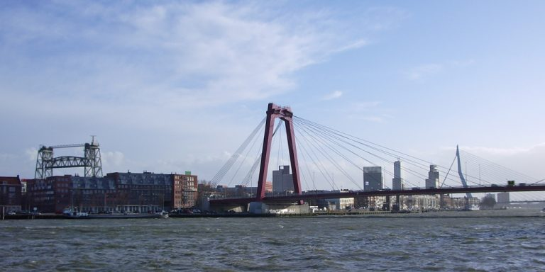 Rotterdamse hindoes: Maas moet officiële uitstrooiplek voor as van doden worden
